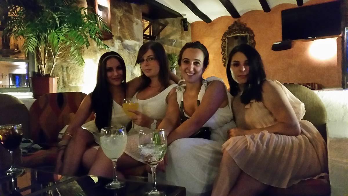 chicas-guapas-en-teorema-pub